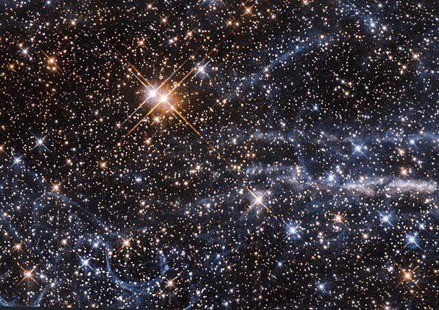 تبعد مسافة 160 ألف سنة ضوئية فقط، سحابة ماجلان الكبرى هي واحدة من أقرب المجموعات المرافقة لمجرتنا درب التبانة