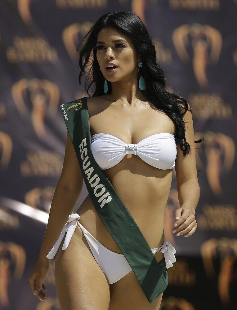 جلسة تصوير للمشاركات في مسابقة ملكة جمال الأرض لعام 2017 - ملكة جمال الإكوادور ليسي سانتشيس في مانيلا، الفلبين 30 أكتوبر/ تشرين الأول 2017