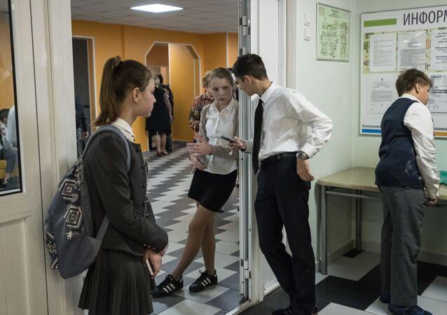 طلاب في مدرسة