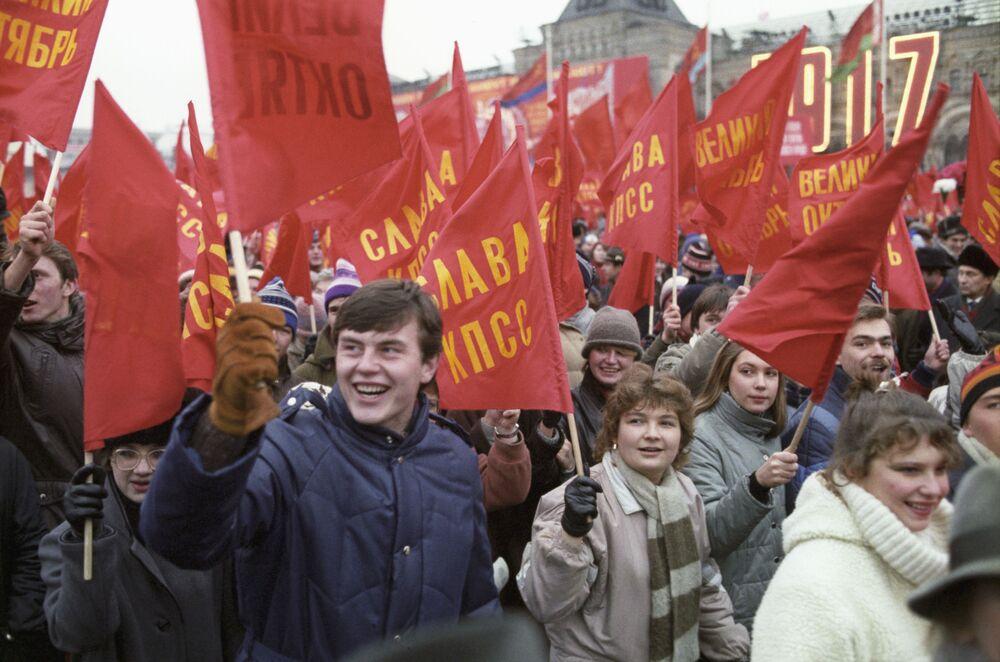 إحياء الذكرى الـ68  لـ ثورة أكتوبر، 1917 على الساحة الحمراء في موسكو عام 1985