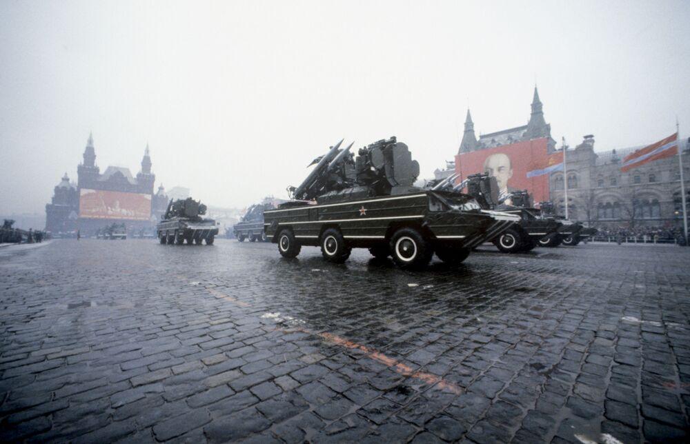 إحياء الذكرى الـ 62 لـ ثورة أكتوبر، 1917 على الساحة الحمراء في موسكو عام 1979