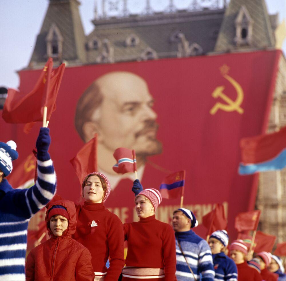 إحياء الذكرى الـ50 لـ ثورة أكتوبر، 1917 على الساحة الحمراء في موسكو