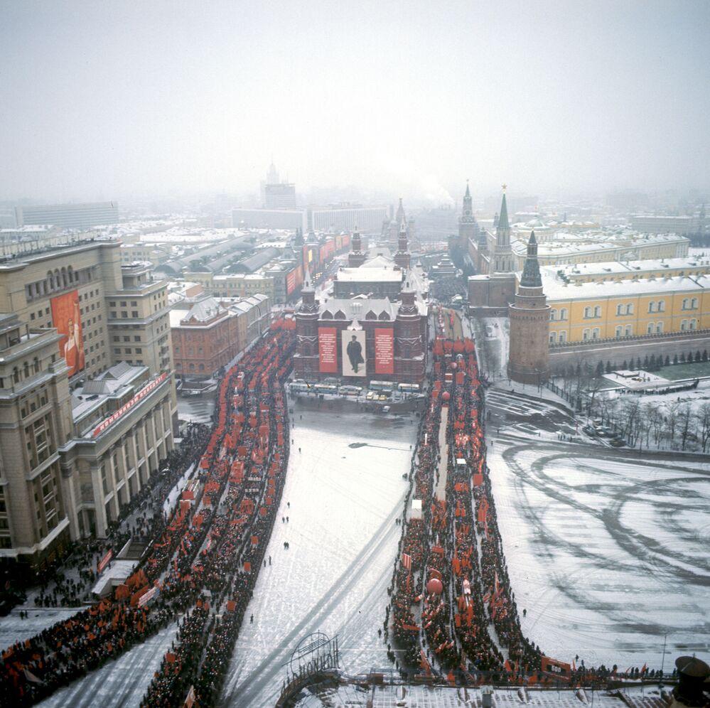 إحياء الذكرى الـ 54 لـ ثورة أكتوبر، 1917 على الساحة الحمراء في موسكو عام 1971