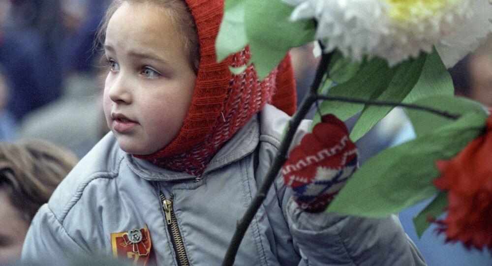 إحياء الذكرى الـ 72 لـ ثورة أكتوبر، 1917 على الساحة الحمراء في موسكو عام 1989