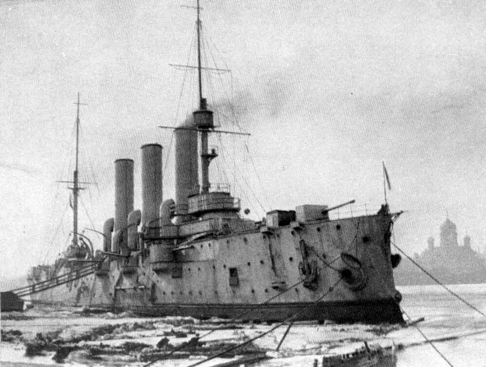 ثورة أكتوبر عام 1917 - طراد أفرورا أمام المصنع الفرنسي الروسي