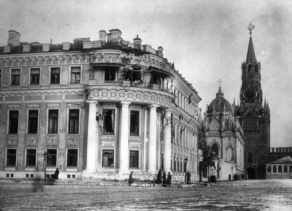 ثورة أكتوبر عام 1917 - آثار تدمير لقصر نيكولاي الثاني بموسكو