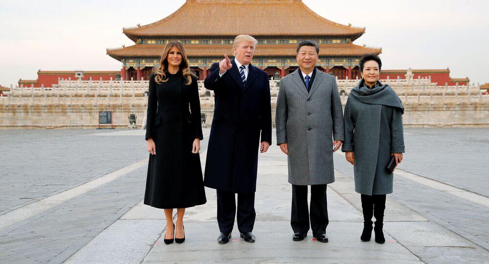 زيارة عمل إلى آسيا - الرئيس دونالد ترامب وزوجته ميلانيا ترامب في بكين، الصين 8 نوفمبر/ تشرين الثاني 2017