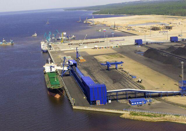 ميناء أوست لوغا