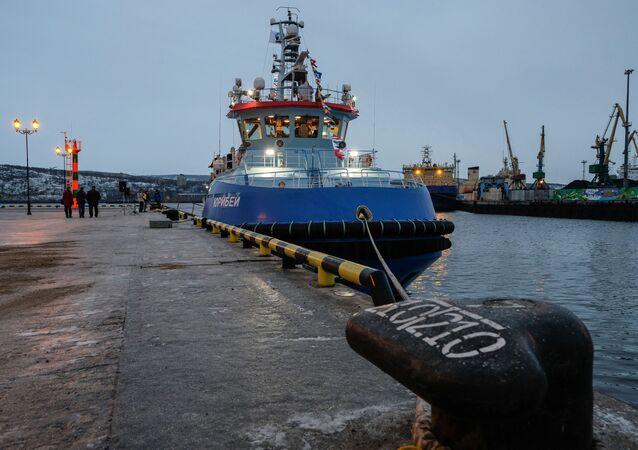 وصول قاطرة يوريبي التابعة لأسطول كاسحات الجليد النووي إلى مورمانسك، روسيا