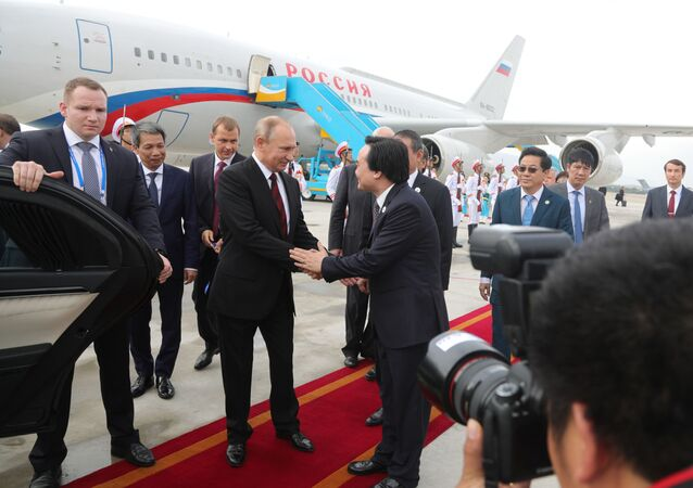 بوتين يصل إلى قمة الإبيك في فيتنام