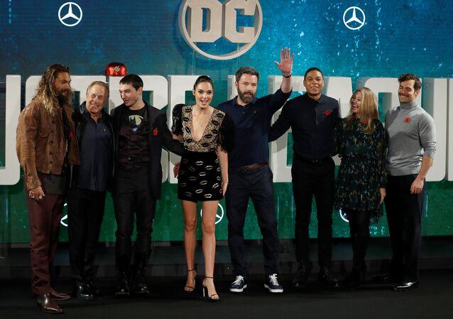 أبطال فيلم Justice League في لندن