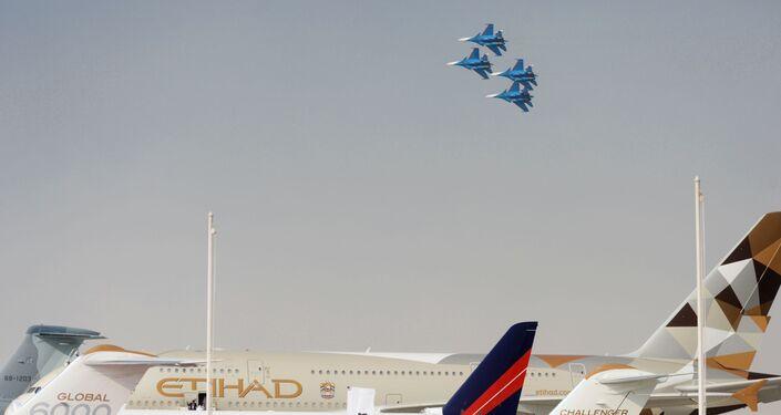 معرض دبي الجوي-الفضائي الدولي لعام 2017 (Dubai Airshow 2017) - العرض الجوي من قبل الفرقة الاستعراضية الجوية روسيكيي فيتيازي (الفرسان الروس) على متن مقاتلات سو-30 إس إم