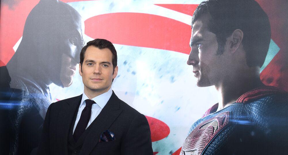 هنري كافيل في العرض الخاص لفيلم Batman v Superman: Dawn of Justice