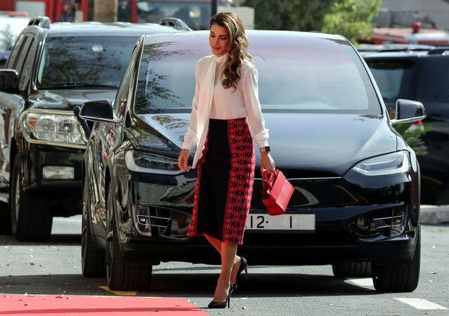 ملكة الأردن رانيا لدى وصولها لحضور جلسة اعتيادية في البرلمان الأردني، 12 نوفمبر/ تشرين الثاني 2017
