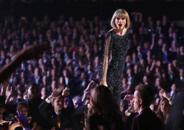 الأجور الأعلى بين المشاهير الشباب لعام 2017 وفقا لمجلة فوربس - المغنية الأمريكية تيلور سويفت