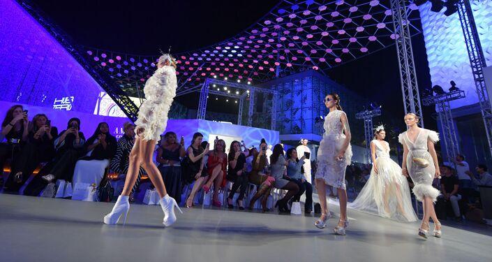 عرض أسبوع الموضة في دبي، الإمارات 15 نوفمبر/ تشرين الثاني 2017