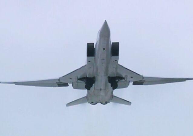 قاذفات استراتيجية طراز توبوليف 22- ام 3 توجه ضربات على إرهابيي داعش في سوريا