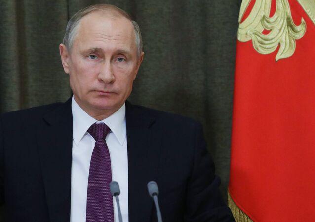 الرئيس الروسي فلاديمير بوتين أجرى اجتماعا مع قيادة وزارة الدفاع الروسية وشركات الإنتاج العسكري