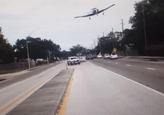 لحظة سقوط الطائرة