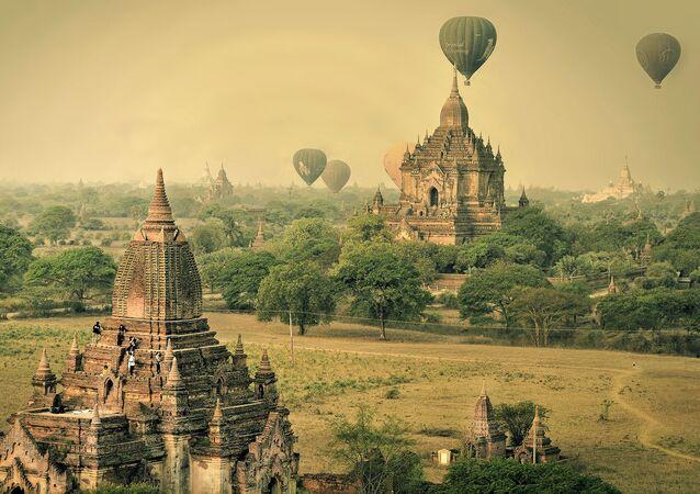 مسابقة التصوير التاريخي لهذا العام (Historic Photographer of the Year) - صورة بعنوان البالونات الهوائية فوق باغان، ميانمار، للمصور آنا كارولين دي ليما