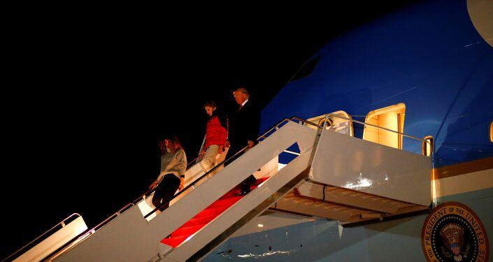 الرئيس الأمريكي وزوجته ميلانيا وولدهما