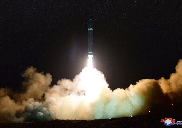 اطلاق صاروخ باليستي - بيونغ يانغ - كوريا الشمالية 29 نوفمبر/ تشرين الثاني 2017