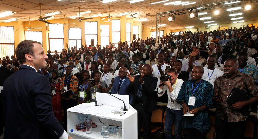 ماكرون في جامعة واجادوجو في بوركينا فاسو