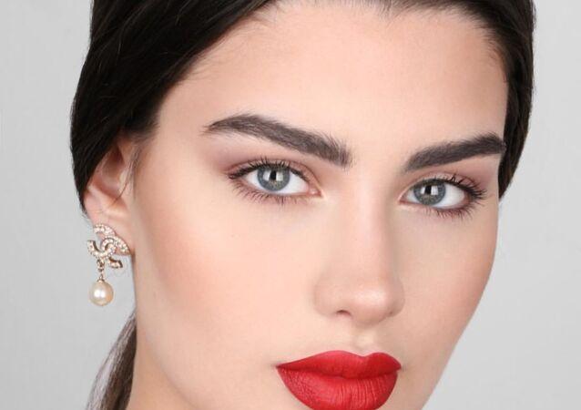 عارضة الأزياء والكاتبة الكويتية، روان بن حسين