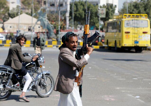 مسلح تابع لجماعة أنصار الله في اليمن