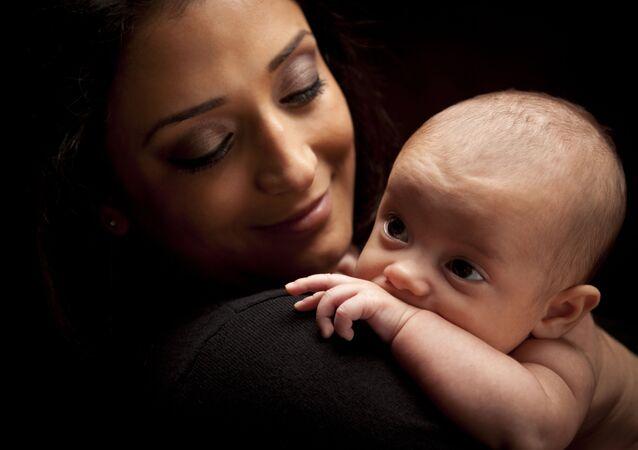 امرأة مع طفل