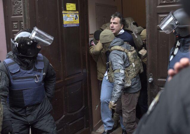 القبض على الرئيس الجورجي السابق ميخائيل ساكاشفيلي في كييف، أوكرانيا 5 ديسمبر/ كانون الثاني 2017
