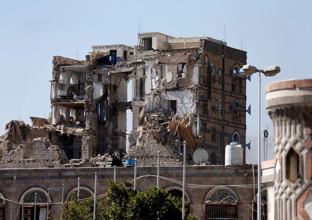 القصر الجمهوري بعد الغارات الجوية عليه في صنعاء، اليمن 5 ديسمبر/ كانون الأول 2017