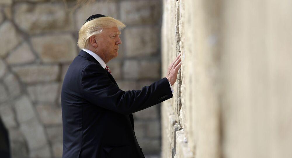الرئيس الأمريكي دونالد ترامب يقف أمام حائط البراق في القدس، 22 مايو/ أيار 2017