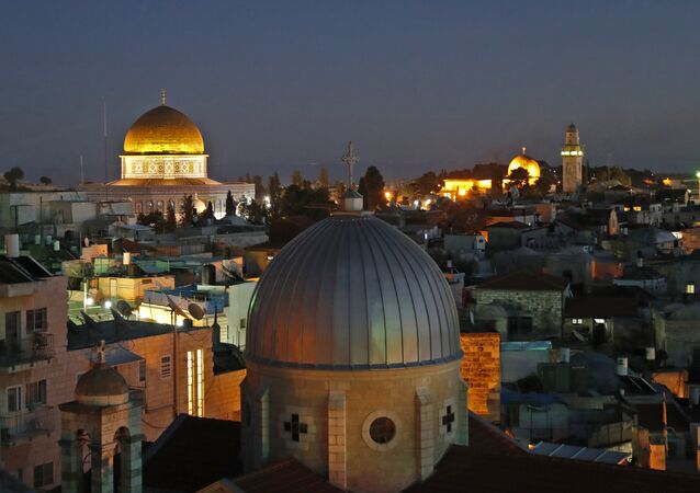 مدينة القدس القديمة: مشهد يطل على مسجد قبة الصخرة ومسجد الأقصى وكنيسة القيامة، 4 ديسمبر/ كانون الأول 2017