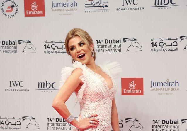 الفنانة اللبنانية رزان مغربي  في افتتاح مهرجان دبي السينمائي الدولي الـ 14 في6 ديسمبر /كانون الأول 2017