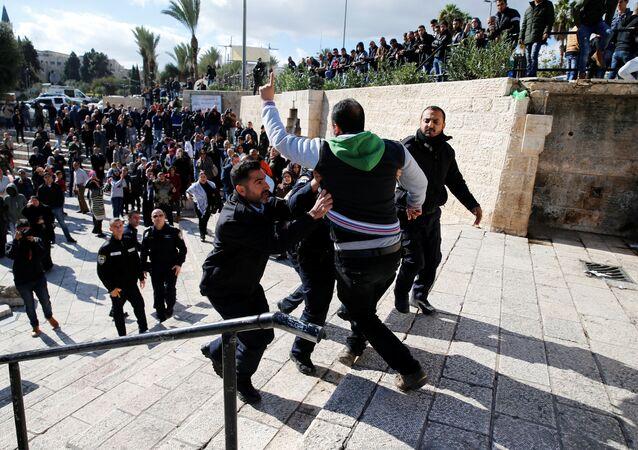 اشتباك بين الفلسطينيين والشرطة الإسرائيلية في القدس 7 ديسمبر/ كانون الأول 2017