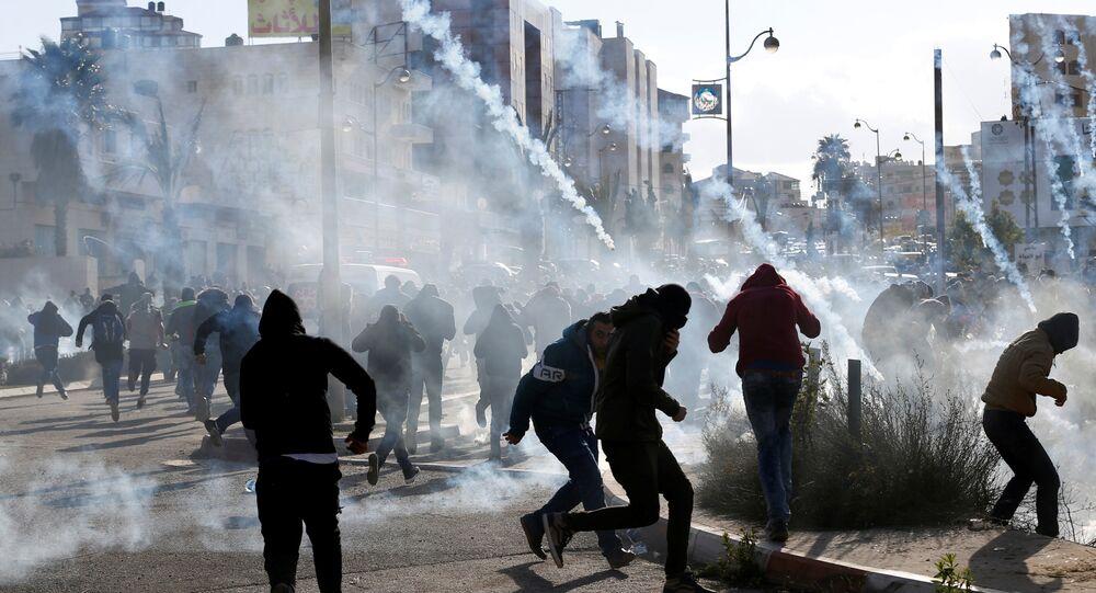 محتجين فلسطينيين على قرار ترامب الاعتراف بالقدس عاصمة لإسرائيل