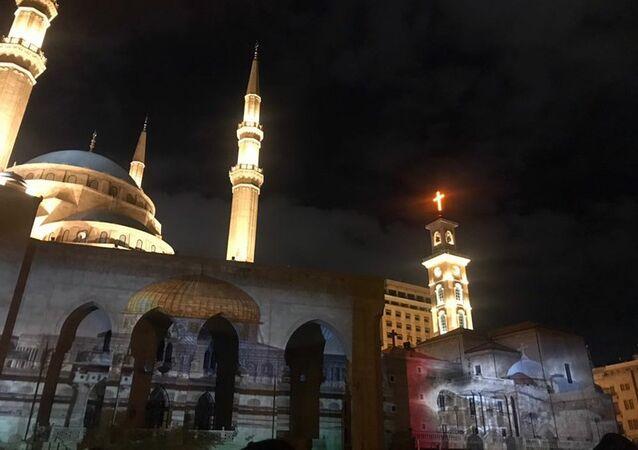 إنارة مسجد محمد الأمين في بيروت