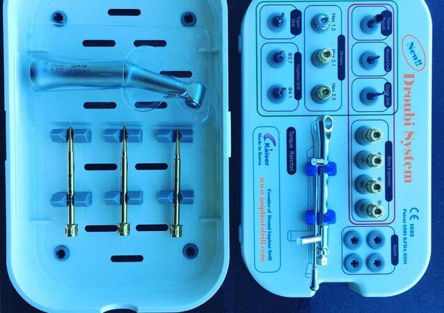 أدوات زراعة الأسنان بدون جراحة
