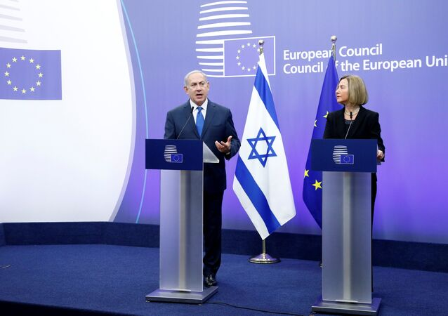 رئيس الوزراء الإسرائيلي بنيامين نتنياهو ورئيس الاتحاد الأوروبي للسياسة الخارجية فيديريكا موغيريني