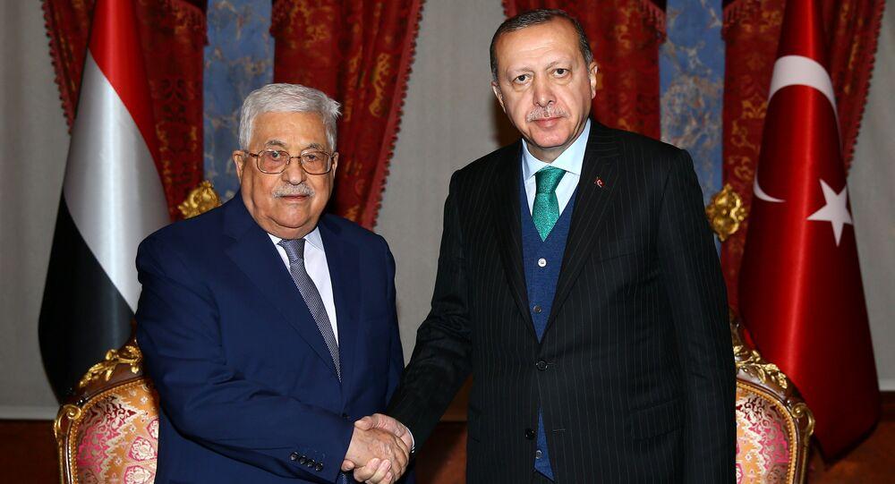 الرئيس الفلسطيني محمود عباس والرئيس التركي رجب طيب أردوغان في اسطنبول، تركيا 12 ديسمبر: كانون الأول 2017