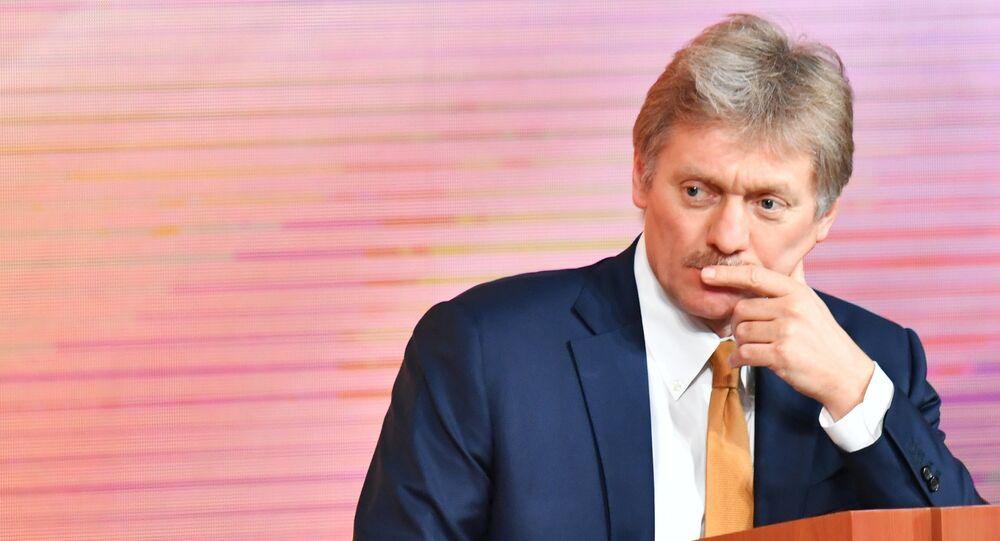 المتحدث الرسمي باسم الرئاسة الروسية دميتري بيسكوف خلال  المؤتمر الصحفي الكبير السنوي للرئيس الروسي فلاديمير بوتين، 14 ديسمبر/ كانون الأول 2017
