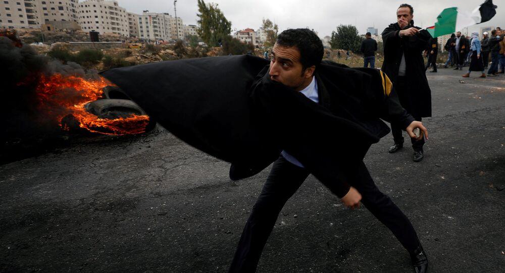 المحامون الفلسطينيون احتجاجا على قرار دونالد ترامب حول إعلان القدس عاصمة لإسرائيل في رام الله، الضفة الغربية، فلسطين 13 ديسمبر/ كانون الأول 2017