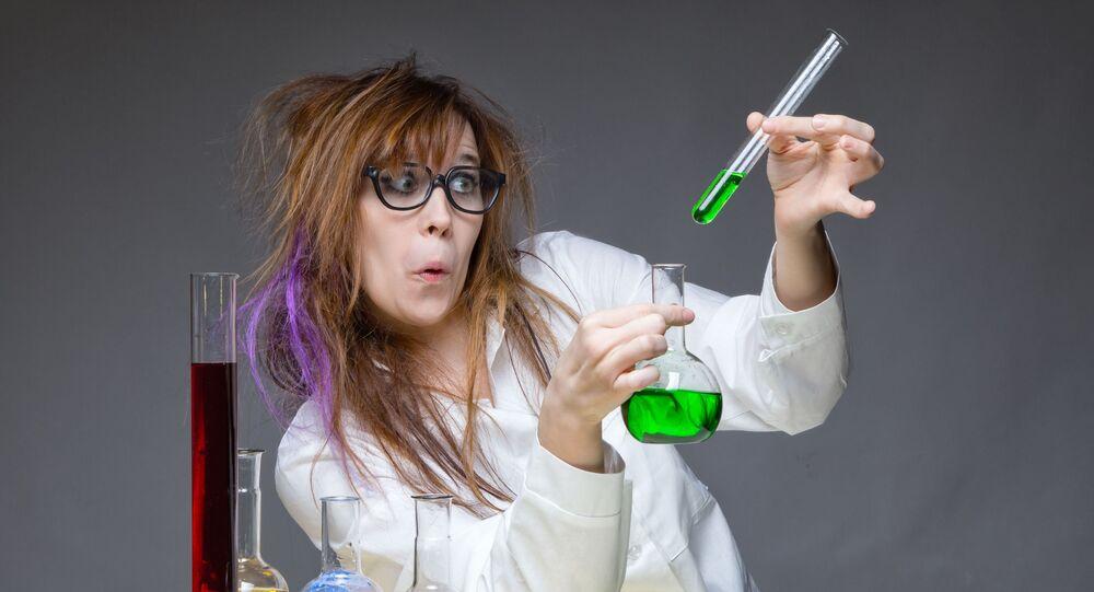 عالمة في المختبر