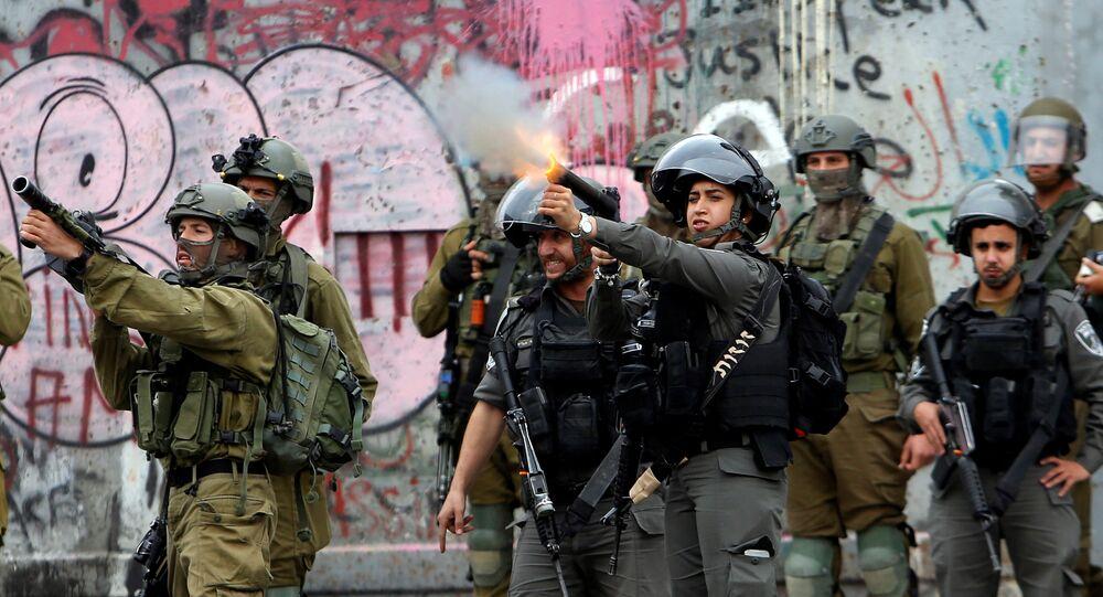 القوات الإسرائيلية تفرق محتجين فلسطينيين