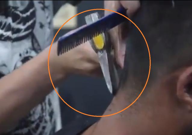 حلاق سوري يستخدم المطرقة والبلطة لحلاقة زبائنه في البرازيل