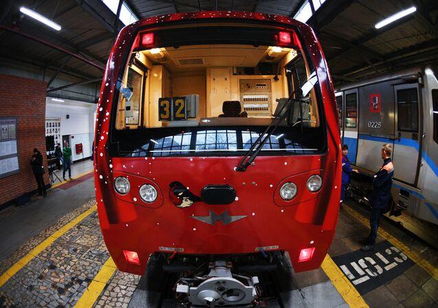 إطلاق قطار مترو رحلة إلى عيد الميلاد المجيد في موسكو