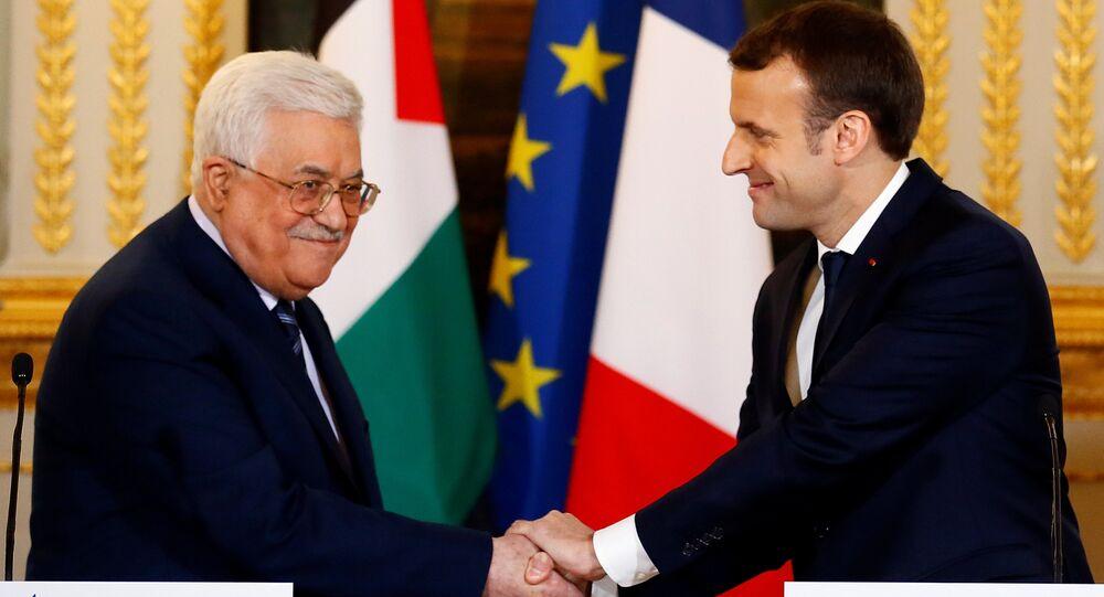 الرئيس الفرنسي إيمانويل ماكرون والرئيس الفلسطيني محمود عباس في باريس، فرنسا 22 ديسمبر/ كانون الأول 2017
