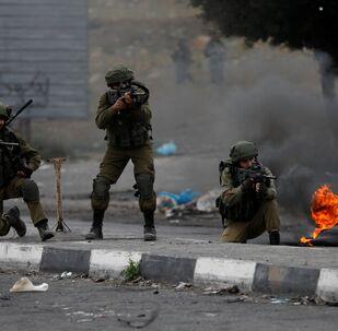 الجيش الإسرائيلي يطلق الرصاص على متظاهرين فلسطينيين 22-12-2017