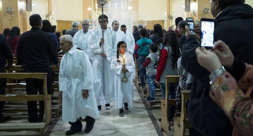 احتفالات بعيد الميلاد المجيد في كنيسة القديس جوزيف الكاثوليكية الرومانية في القاهرة، مصر 24 ديسمبر/ كانون الأول 2017